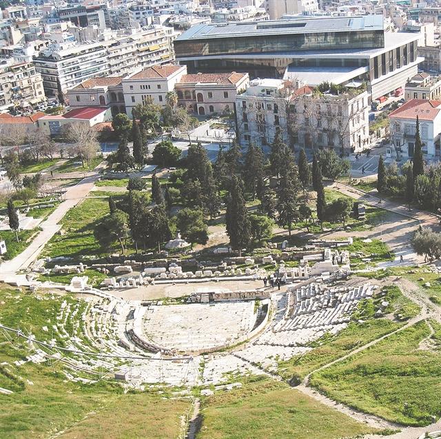 Διαφιλονικούμενο παρελθόν | tovima.gr
