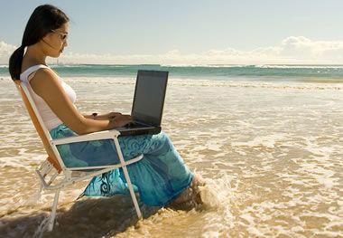 Οι Ελληνες θα δουλεύουν και στις διακοπές τους   tovima.gr