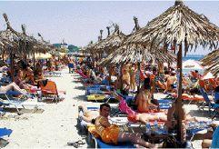 Κόβουν μονέδα οι… παραλίες | tovima.gr