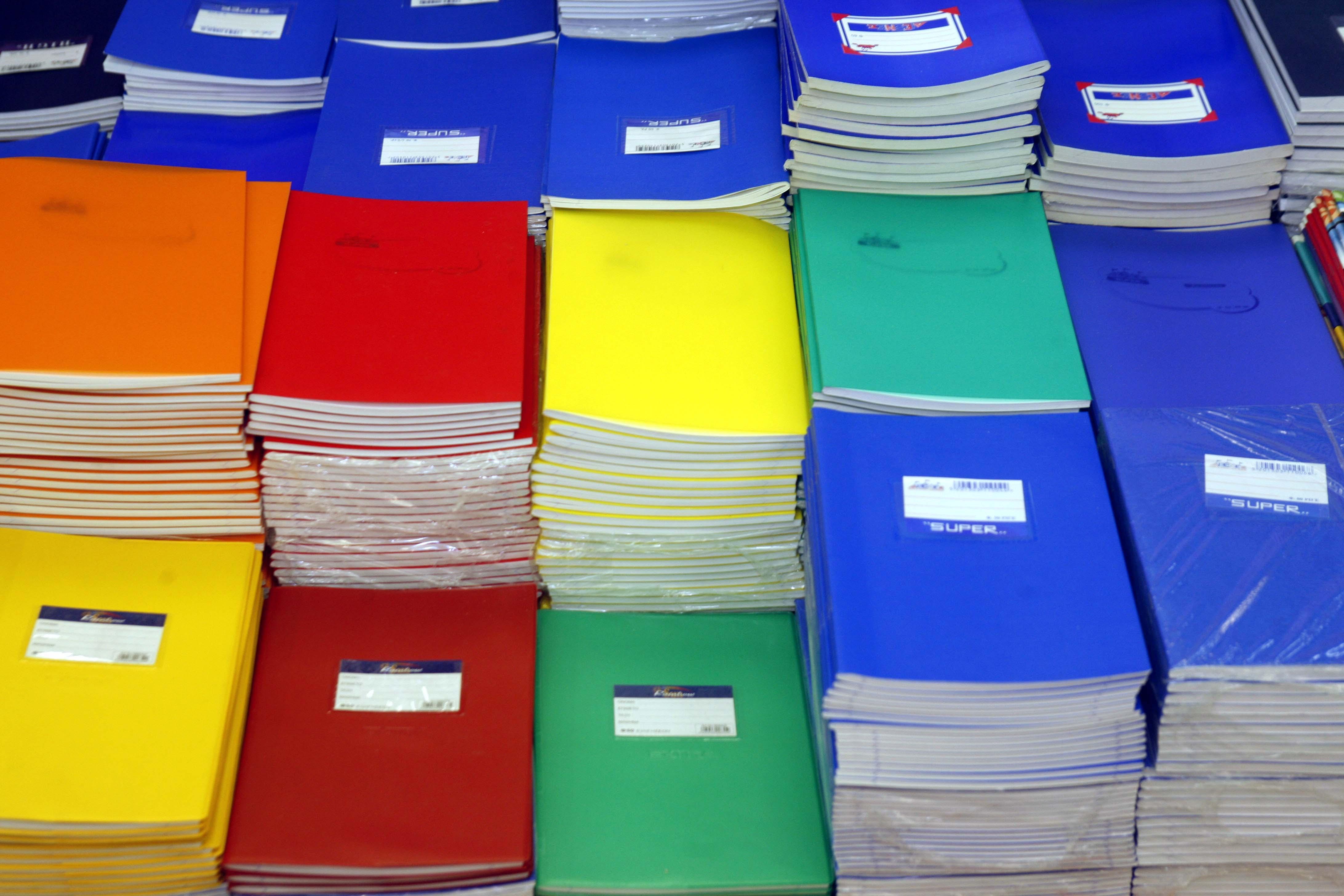 a3a5dc11ef3 Στον κλάδο της κατασκευής χαρτικών και σχολικών ειδών έχουν παραµείνει  λιγότερες από πέντε ελληνικές εταιρείες.Στον κλάδο της σχολικής τσάντας οι  ...
