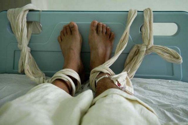 Καθηλωμένοι ασθενείς και κρούσματα βίας κυριαρχούν στα ελληνικά ψυχιατρεία | tovima.gr