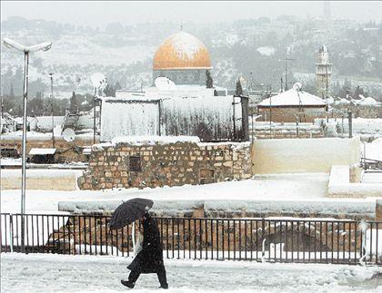 Τα χιόνια  παρέλυσαν  τη Μέση  Ανατολή | tovima.gr