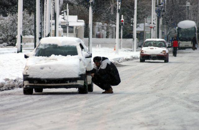 Πού υπάρχουν προβλήματα στο οδικό δίκτυο και πού χρειάζονται αλυσίδες | tovima.gr