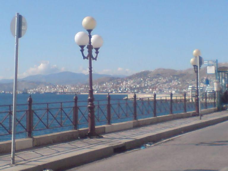 Εφτασε σε Φρεαττύδα και Πειραϊκή η ρύπανση από τη Σαλαμίνα   tovima.gr