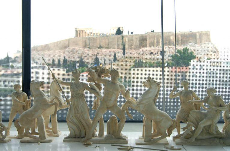 27 αρχαιότητες μεταφέρονται από το παλαιό στο Νέο Μουσείο Ακροπόλεως | tovima.gr