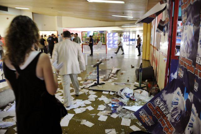 Εισβολή 30 φοιτητών στο γραφείο του πρύτανη του Πανεπιστημίου Μακεδονίας   tovima.gr
