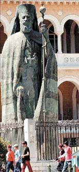 Μετακομίζει το άγαλμα  του Αρχιεπισκόπου Μακαρίου | tovima.gr