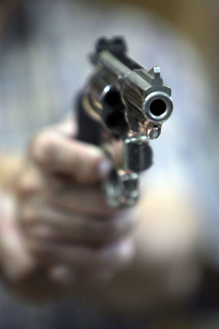 Βύρωνας: Βρέθηκε όπλο σε προαύλιο σχολείου | tovima.gr