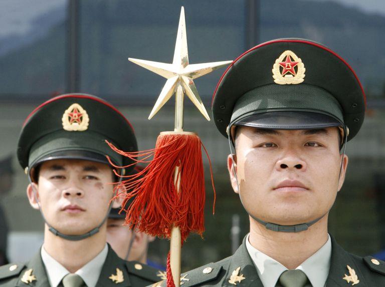 Σε περαιτέρω αύξηση των στρατιωτικών της δαπανών προχωρά η Κίνα | tovima.gr