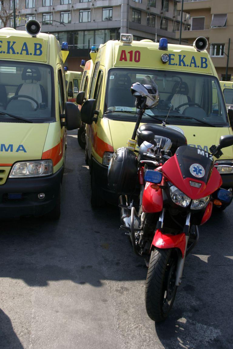 Ελλείψεις σε οχήματα και προσωπικό καταγγέλλουν οι εργαζόμενοι του ΕΚΑΒ   tovima.gr