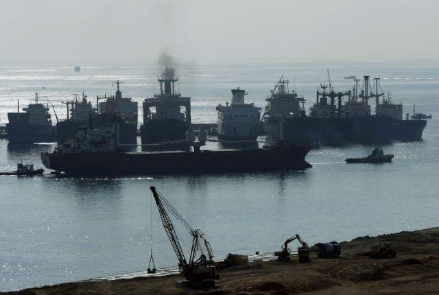 Απομάκρυνση επικίνδυνων πλοίων από Πειραιά και Ελευσίνα   tovima.gr