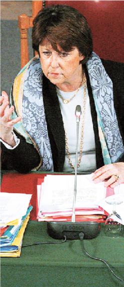 Εξι «σοφοί» κρίνουν τη νικήτρια  στις εκλογές των Σοσιαλιστών | tovima.gr