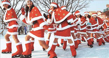 Τρέχουν στον πάγο προς τα Χριστούγεννα | tovima.gr