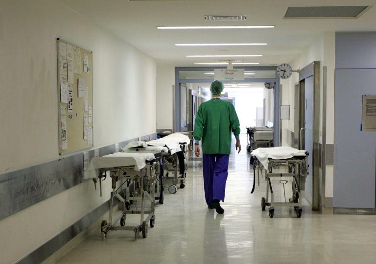 Αυξήσεις στις υπερωρίες γιατρών-νοσηλευτών σε νησιωτικές περιοχές | tovima.gr