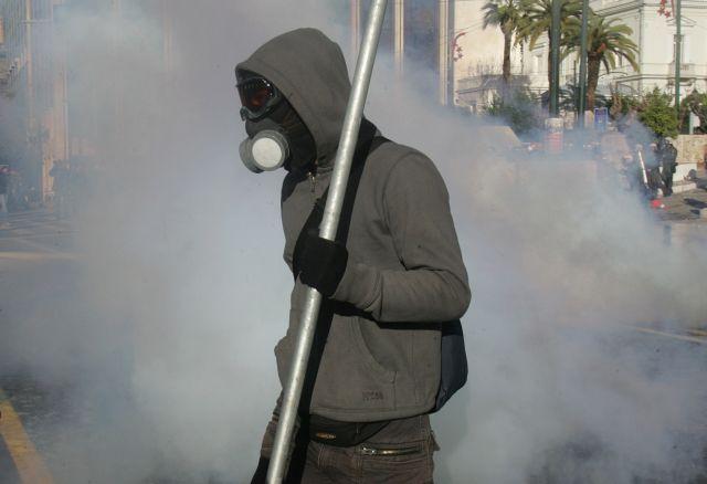 ΕΛΑΣ:Απαγορεύστε τις αντιασφυξιογόνες κάνουν τους διαδηλωτές ανθεκτικούς | tovima.gr