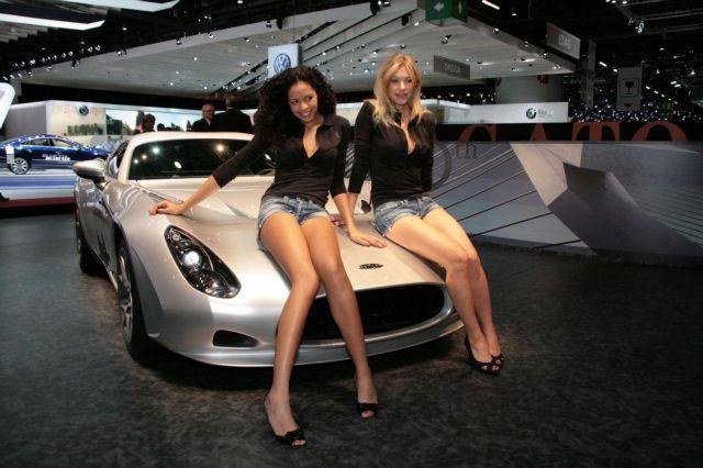 Τέλος τα μοντέλα από τις εκθέσεις αυτοκινήτων | tovima.gr