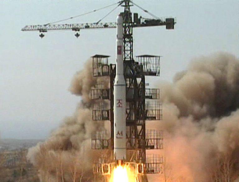 Η Ιαπωνία απειλεί να καταρρίψει πύραυλο της Β. Κορέας αν εκτοξευτεί | tovima.gr