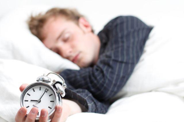 Ο «κουτσουρεμένος» ύπνος οδηγεί σε παραπανίσια κιλά | tovima.gr