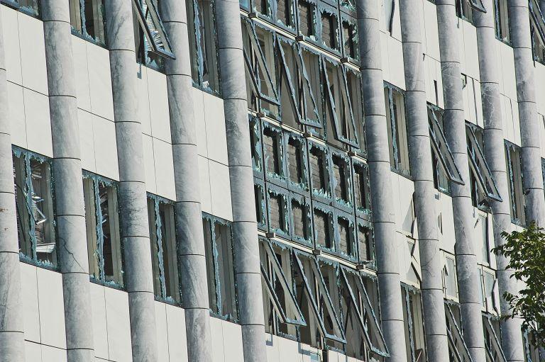 Ισχυρή έκρηξη βόμβας έξω από το Χρηματιστήριο Αθηνών – βόμβα και στη Θεσσαλονίκη | tovima.gr