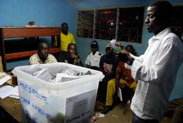 Βίαια επεισόδια στην Γκαμπόν μετά τα αμφισβητούμενα αποτελέσματα των προεδρικών εκλογών | tovima.gr