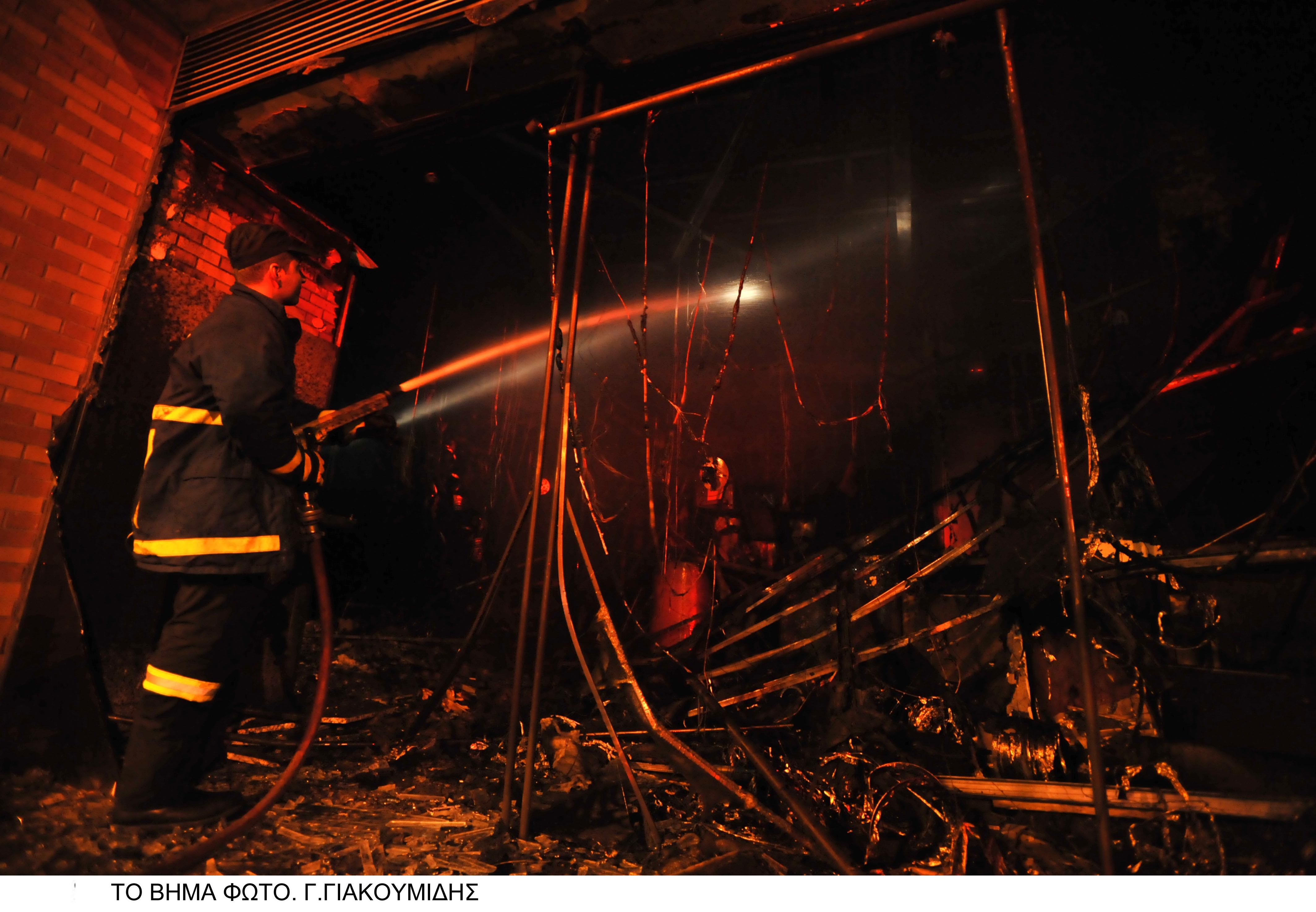 fe793f7470c1 Έξι άνθρωποι έχασαν την ζωή τους κατά τη διάρκεια πυρκαγιάς που ξέσπασε  στις 2.50 μετά τα μεσάνυκτα σε κατάστημα με κινέζικα ρούχα που βρίσκεται  στην ...