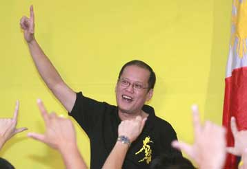 Υποψήφιος για την προεδρία των Φιλιππίνων ο γιος της Κορασόν Ακίνο   tovima.gr