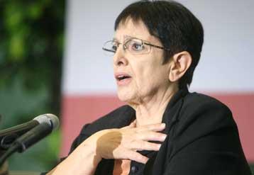 Μαζική συμμετοχή στις κάλπες και ενίσχυση του ΚΚΕ ζητά η κυρία Αλέκα Παπαρήγα   tovima.gr