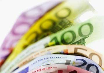 Με 10.000 ευρώ χρέωσε κάθε πολίτη, η κυβέρνηση Καραμανλή, αντεπιτίθεται το ΠΑΣΟΚ | tovima.gr