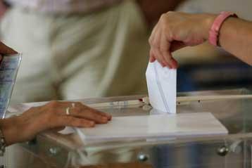 Από 4,8% έως 6,2% το προβάδισμα του ΠΑΣΟΚ σε νέες δημοσκοπήσεις   tovima.gr