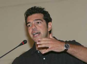 Δεν θα ξεμπερδέψει το πολιτικό σύστημα με την «ενοχλητική Αριστερά», λέει ο Αλ.Τσίπρας   tovima.gr