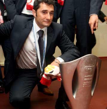 Σε 16 χρόνια προεδρίας Σ.Κόκκαλη, 25 «ερυθρόλευκοι» προπονητές | tovima.gr