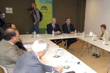Συνάντηση των προέδρων πέντε διμερών Επιμελητηρίων με τον Γιώργο Παπανδρέου   tovima.gr