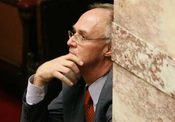 Αιχμηρή σιωπή προς το παρόν από τον Πέτρο Δούκα για τον αποκλεισμό του | tovima.gr