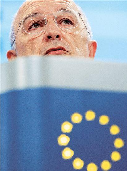 Οι κυβερνήσεις πέφτουνε, ο Αλμούνια… επιμένει   tovima.gr