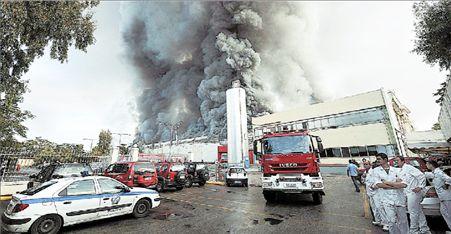 Μεγάλη πυρκαϊά στο εργοστάσιο της ΕΒΓΑ   tovima.gr