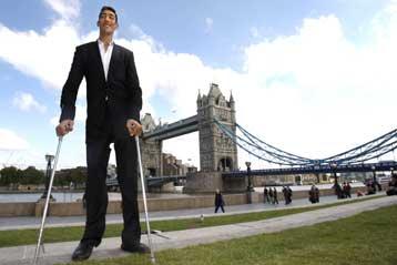 Εικοσιεπτάχρονος Τούρκος ανακηρύσσεται ο ψηλότερος άνθρωπος του κόσμου   tovima.gr