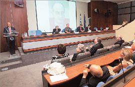 Ενωτικό κλίμα στην εκδήλωση για τον Γιάννο Κρανιδιώτη | tovima.gr