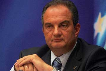 Η οικονομία χρειάζεται «νοικοκύρεμα», απαντά στις παροχές του ΠΑΣΟΚ ο Κ.Καραμανλής | tovima.gr