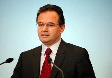 Ο λαός θα αποφασίσει, απαντά ο Γ.Παπακωνσταντίνου στον πρωθυπουργό | tovima.gr