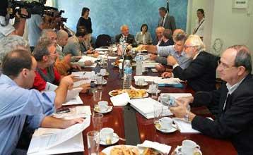 Ηλεκτρισμένο το κλίμα στη συνεδρίαση της Διευρυμένης Διακομματικής Επιτροπής Εκλογών | tovima.gr