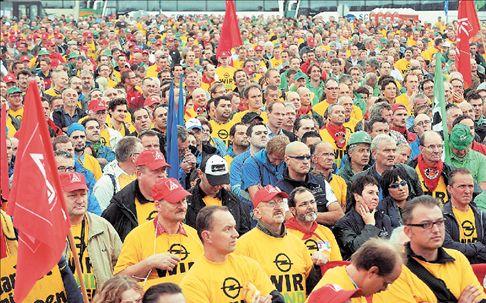 Διαμαρτυρία χιλιάδων εργαζομένων της Οpel   tovima.gr