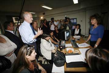 Διάλογο για τον εξανθρωπισμό των εργασιακών σχέσεων υπόσχεται ο Γ.Παπανδρέου   tovima.gr