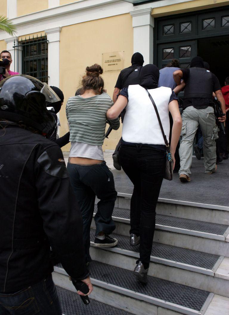 Στην ανακρίτρια από το πρωί οι τέσσερις οι οποίοι κατηγορούνται  ως μέλη της «Συνωμοσίας των Πυρήνων της Φωτιάς» | tovima.gr
