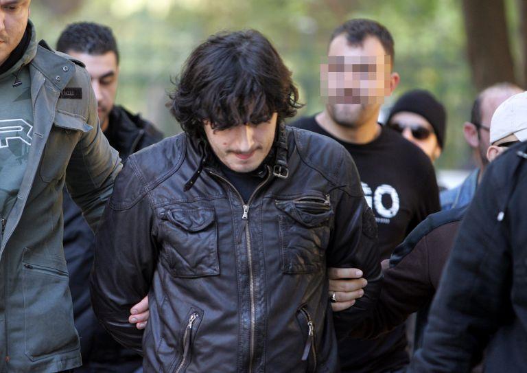 Παραδόθηκε ο Ριζάι που κρατούσε ομήρους πέντε σωφρονιστικούς υπαλλήλους στις φυλακές Μαλανδρίνου | tovima.gr