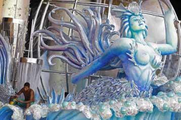 Στον φανταχτερό κόσμο του Καρναβαλιού κινείται η Βραζιλία | tovima.gr