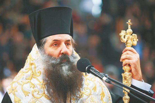 Μητροπολίτης Πειραιώς: «Ο κ. Μαρινάκης δώρισε μια λειψανοθήκη» | tovima.gr