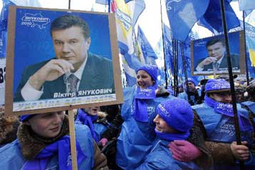 Πολιτική επιστροφή του Βίκτορ Γιανούκοβιτς στην εξουσία της Ουκρανίας | tovima.gr