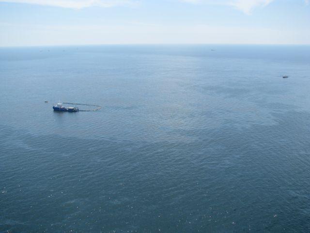 Πετρελαιοκηλίδα στον Σαρωνικό από τη βύθιση δεξαμενόπλοιου | tovima.gr