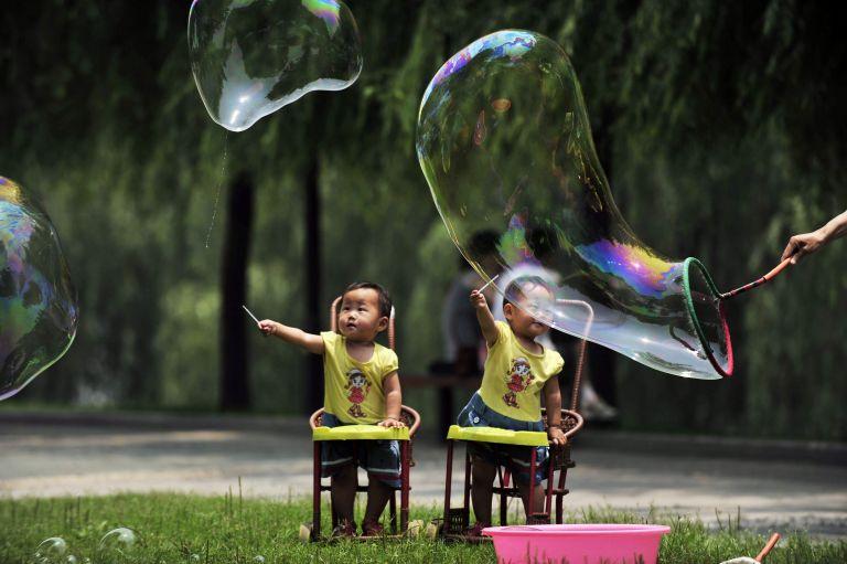 Ιστορική απόφαση στην Κίνα: Τέλος στην πολιτική του ενός παιδιού | tovima.gr