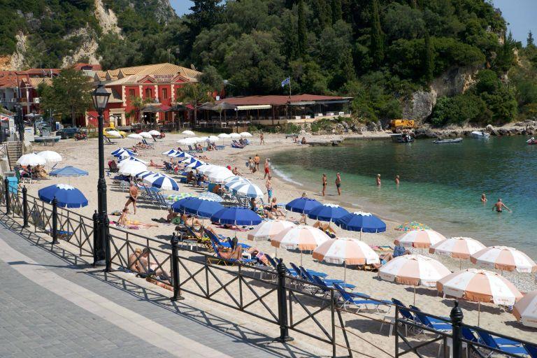 Κουμπωμένοι εφέτος οι έλληνες τουρίστες   tovima.gr